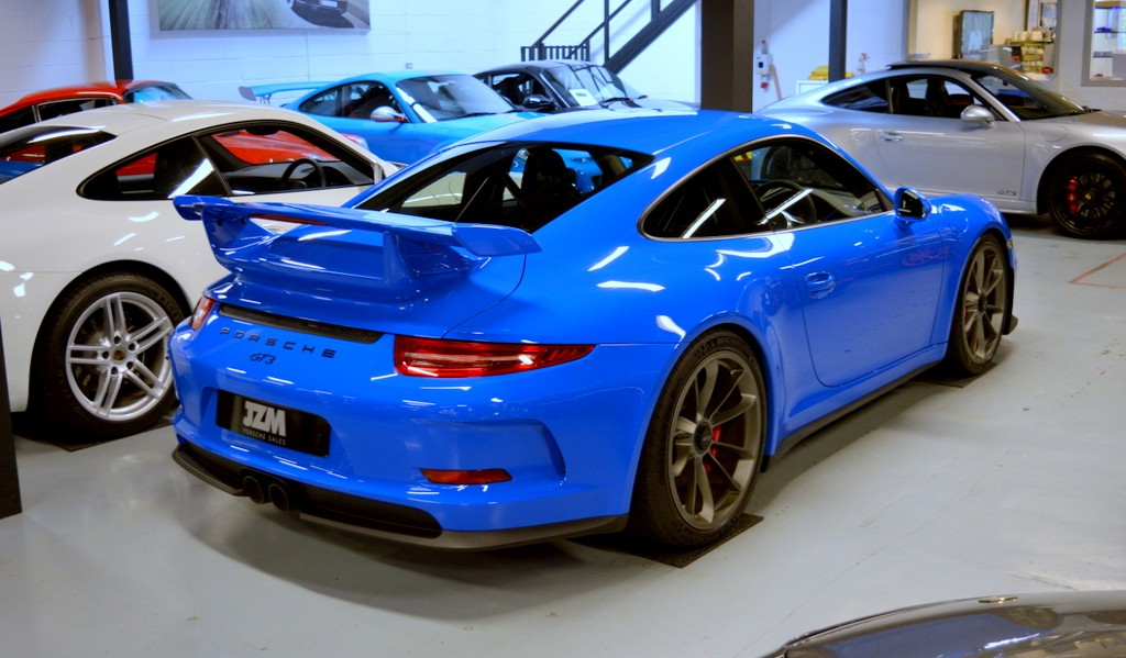 Black Or Blue Porsche Gt3