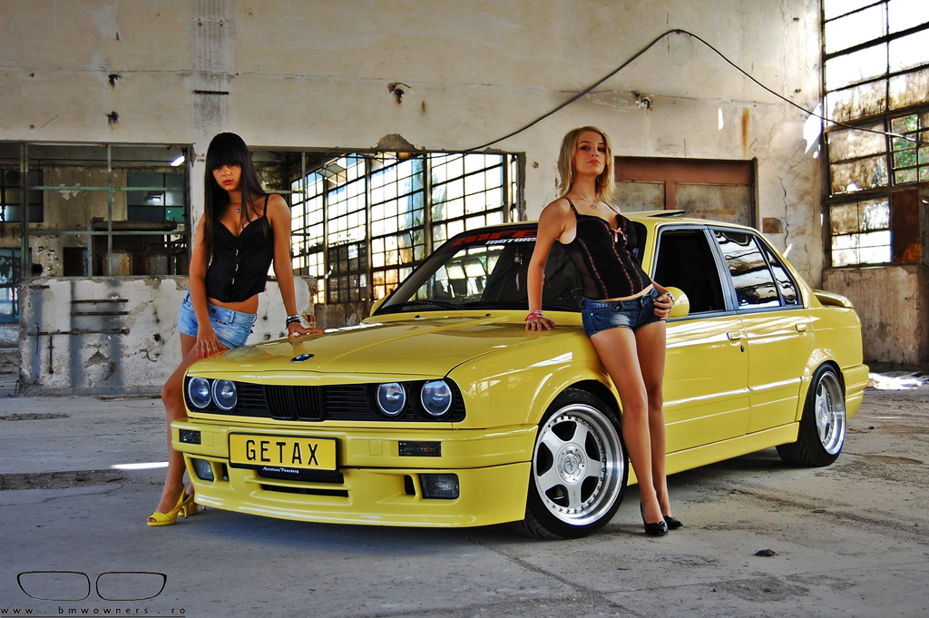 A New Photo Session With An E30 325i 2 Girls