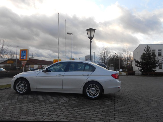 Name:  f30luxurywhite7.jpg