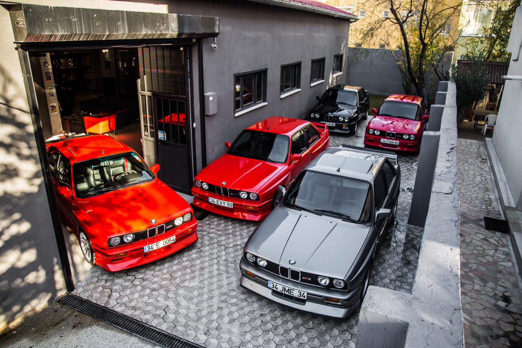 คันซ้ายมือสุดเจ้าของคือ Mr. Can เจ้าของโรงรถและผู้ชักชวน Weekend Drive ในครั้งนี้