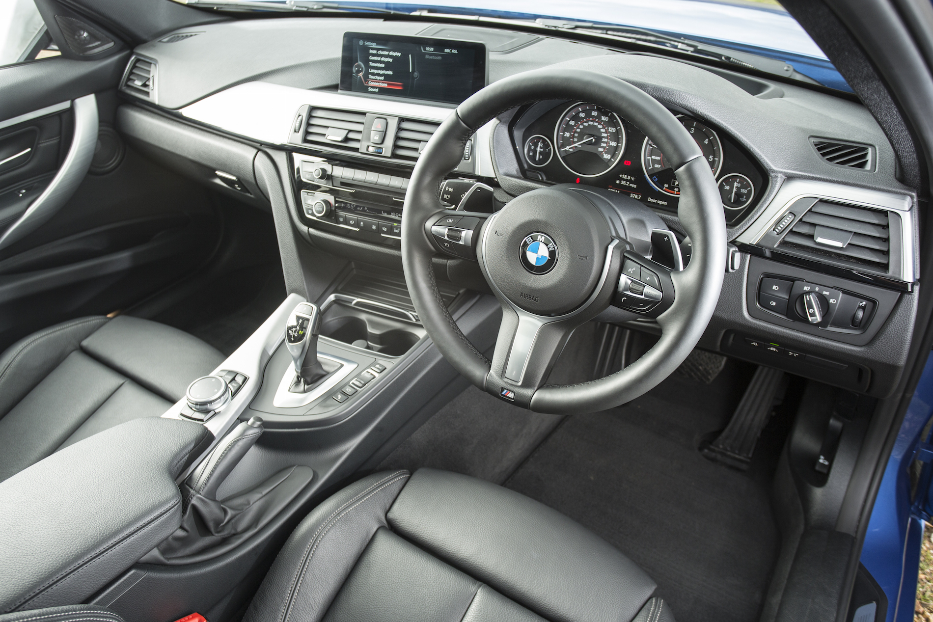 how to use bmw parking assistant